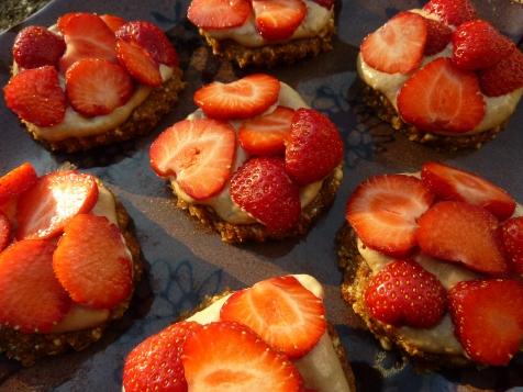 Raw Strawberry Tartlets | the beach house kitchen