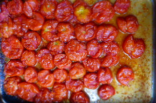 Slow-roasting tomatoes at Trigonos (you can see the scale goes up a little!)
