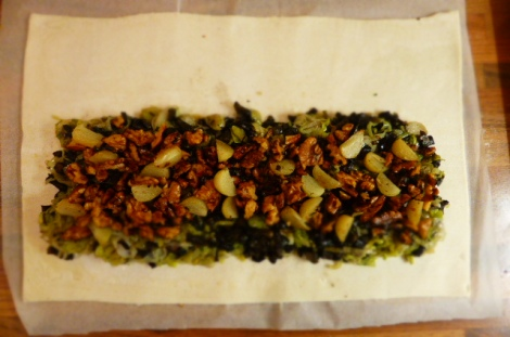 Spread out the leek layer and top with walnuts, pressing down gently.