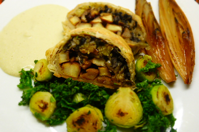 Parsnip, Walnut & Mushroom Roulade with some tasty trimmings