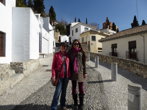 Jane and our amiga Rach in the backstreets of sunny Granada. Yesterday.